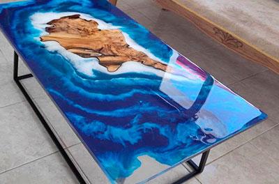 аРека стол из эпоксидной смолы от Ассамблея ах мир