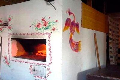 Печь оштукатуренная и разрисованная